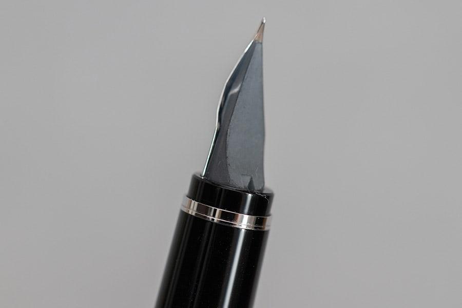 ペン芯には溝がなにもない