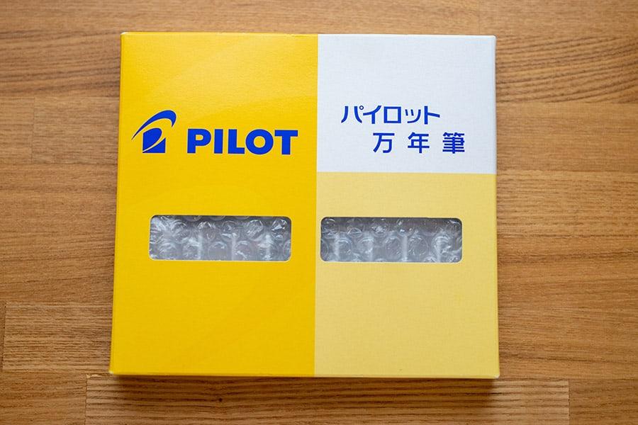 パイロットの万年筆の箱で届きました